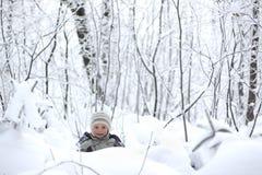 Niño en la nieve Fotografía de archivo libre de regalías