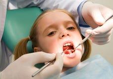 Niño en la odontología Foto de archivo libre de regalías
