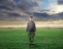 Niño en naturaleza Fotos de archivo