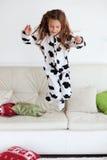 Niño en pijamas de la impresión de la vaca Imagenes de archivo