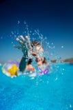Niño en piscina Foto de archivo libre de regalías