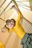 Niño en su equipo de deportes del hogar Imagenes de archivo