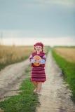 Niño en traje nacional ucraniano Imagenes de archivo