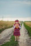 Niño en traje nacional ucraniano Foto de archivo