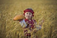 Niño en traje nacional ucraniano Fotos de archivo