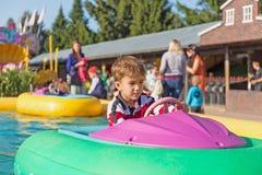 Niño en un barco inflable Fotos de archivo libres de regalías