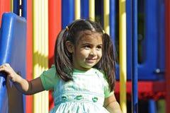 Niño en un patio Imagenes de archivo