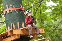 Niño en un patio de la aventura Fotografía de archivo libre de regalías