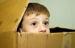Niño en un rectángulo imagen de archivo libre de regalías