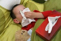 Niño enfermo con catarro Foto de archivo libre de regalías