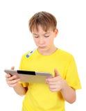 Niño enfermo con la tableta Foto de archivo