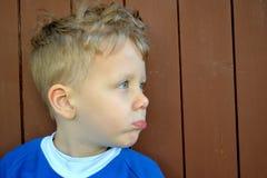 Niño enojado Imagenes de archivo