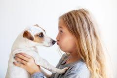 Niño feliz con el perro Imagen de archivo