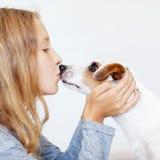 Niño feliz con el perro Fotografía de archivo libre de regalías