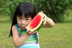 Niño feliz con la sandía Imagen de archivo