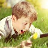 Niño feliz con la tableta Imágenes de archivo libres de regalías