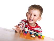 Niño feliz con plasticine Fotos de archivo