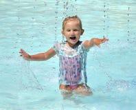 Niño feliz en la piscina Imágenes de archivo libres de regalías