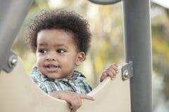 Niño feliz en un patio Fotografía de archivo