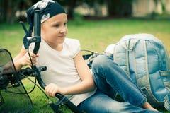 Niño feliz en una bicicleta Imágenes de archivo libres de regalías