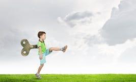 Niño feliz hiperactivo foto de archivo libre de regalías