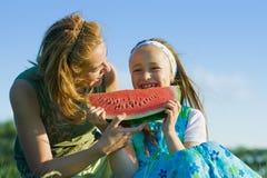 Niño feliz que come la sandía Imagen de archivo libre de regalías