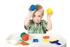 Niño feliz que juega con plasticine Fotografía de archivo libre de regalías