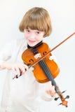 Niño feliz que toca el violín Fotos de archivo libres de regalías