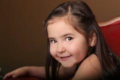 Niño femenino bastante joven con los ojos hermosos imágenes de archivo libres de regalías