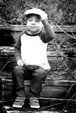 Niño hecho frente rechoncho con el casquillo plano BW Fotografía de archivo