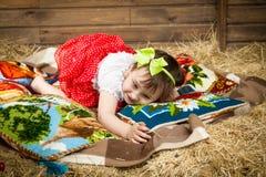 Niño, heno, almohadas Fotos de archivo libres de regalías
