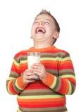 Niño hermoso con el vidrio de leche Foto de archivo