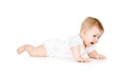 Niño hermoso que se arrastra en el suelo fotografía de archivo