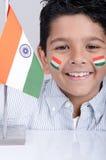 Niño indio de mirada lindo con la bandera india Fotografía de archivo libre de regalías