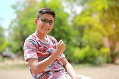 Niño indio en la lente Foto de archivo libre de regalías