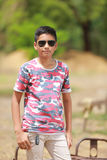 Niño indio en las gafas de sol Fotos de archivo
