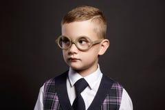 Niño inteligente en vidrios Niño elegante Fotografía de archivo libre de regalías