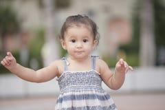 Niño joven al aire libre fotografía de archivo