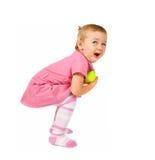 Niño joven con una pelota de tenis foto de archivo