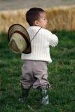 Niño joven en la granja Fotos de archivo libres de regalías