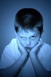 Niño joven enojado fotos de archivo