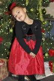 Niño joven que presenta para el retrato del día de fiesta de la Navidad Fotografía de archivo libre de regalías