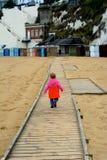 Niño joven que se va Fotografía de archivo