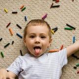 Niño juguetón   fotografía de archivo