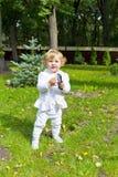 Niño lindo con celular en parque Imágenes de archivo libres de regalías