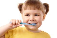 Niño lindo con el cepillo de dientes fotografía de archivo