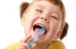 Niño lindo con el cepillo de dientes foto de archivo libre de regalías