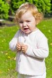 Niño lindo con el pelo rubio rizado imágenes de archivo libres de regalías