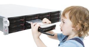 Niño lindo con el servidor de red fotografía de archivo