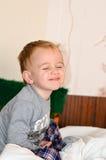 Niño lindo en la cama Fotografía de archivo libre de regalías